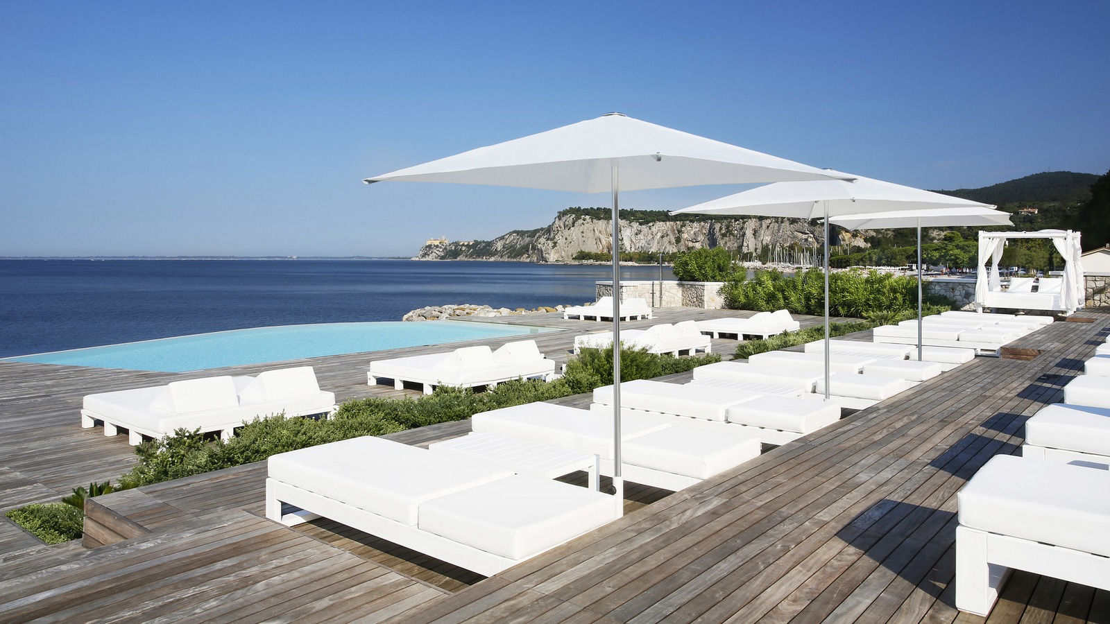 Beach Club private terrace